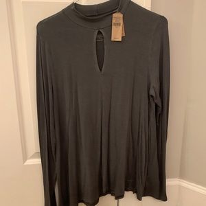 NEW WITH TAGS!American Eagle gray keyhole long slv